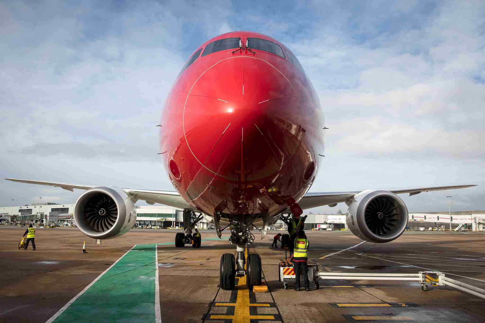 An employee checks on a Norwegian Air Boeing 787 Dreamliner at London Gatwick Airport on Jan. 10, 2017. (Photo by Simon Dawson/Bloomberg via Getty Images)