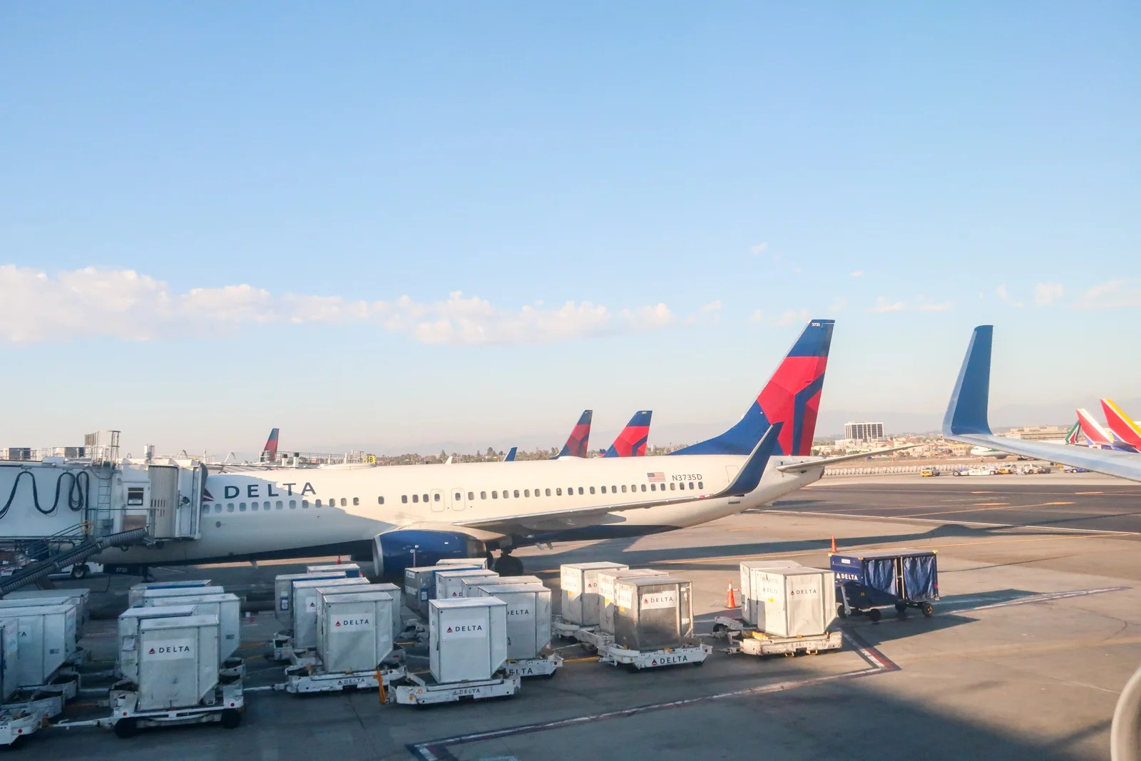 Rock bottom Delta deals — Nonstop domestic awards from 2,500 miles one-way