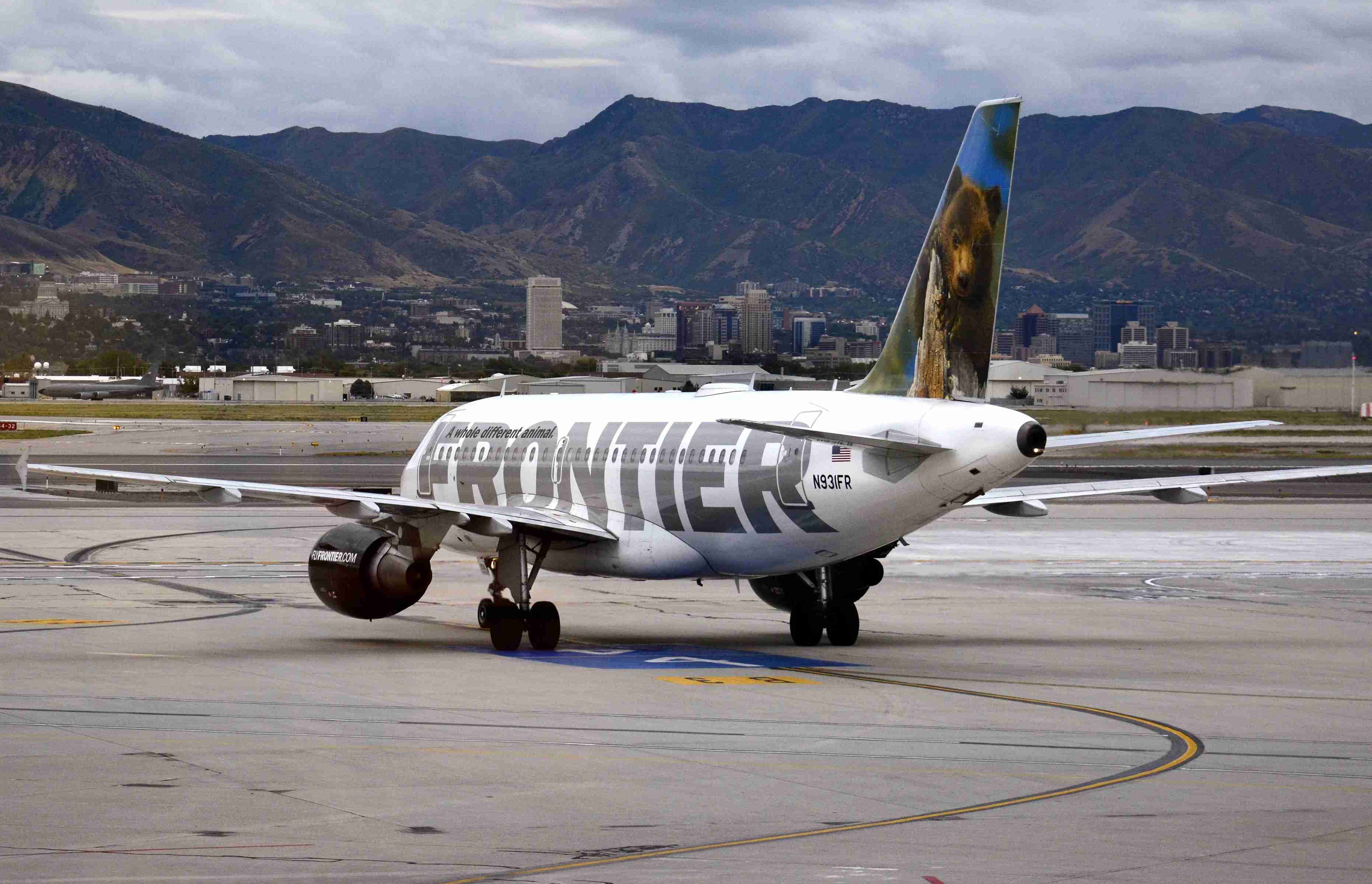 A Frontier Airlines Airbus A319 taxis toward the runway at Salt Lake City International Airport in September 2014 (Photo by Robert Alexander/Getty Images)