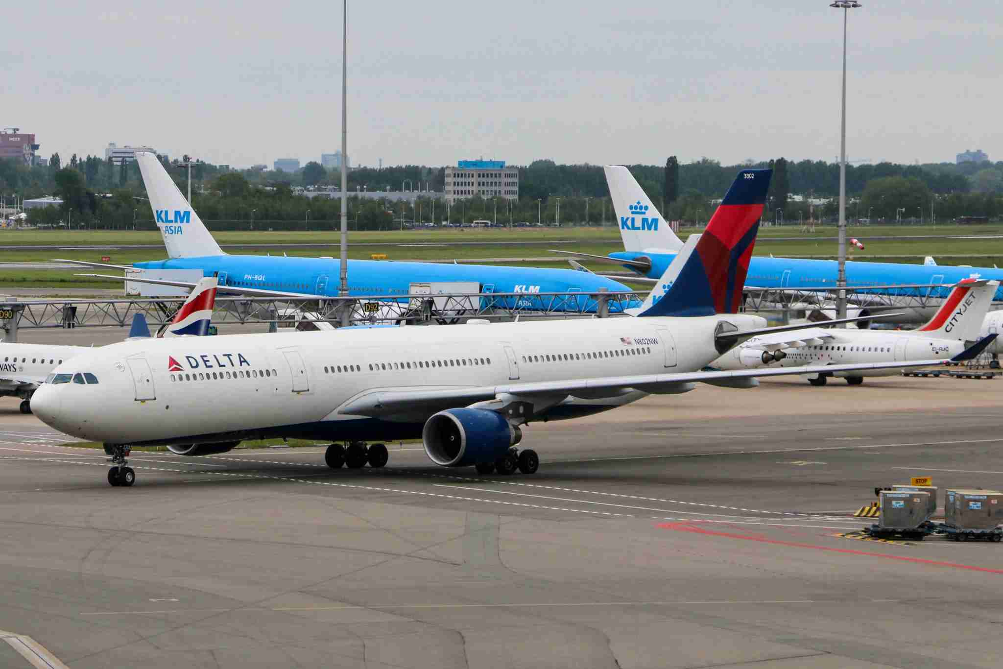Delta Air Lines as seen in Amsterdam Schiphol International Airport. Delta uses Schiphol as one of the European hubs cooperating with KLM and AirFrance to distribute its passenger to the rest of the European Destinations. Delta Air Lines was founded in 1924 and today is the major American Airline, owning 850 aircrafts. Delta is member of SkyTeam aviation alliance. Delta is one of the last carriers who still uses the jumbo jet Boeing 747-400. (Photo by Nicolas Economou/NurPhoto via Getty Images)