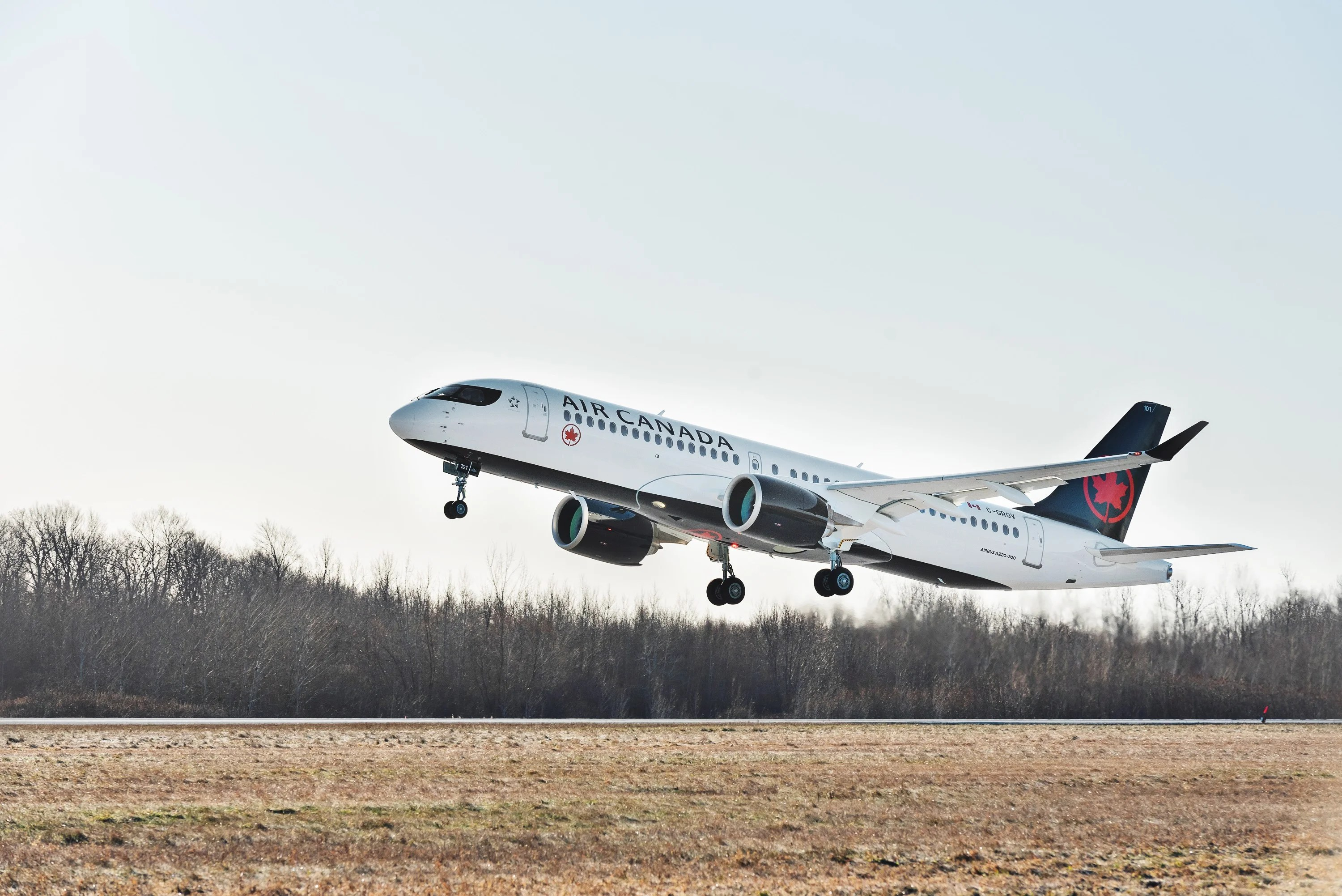 Air Canada's Airbus A220 made a surprise visit to New York LaGuardia