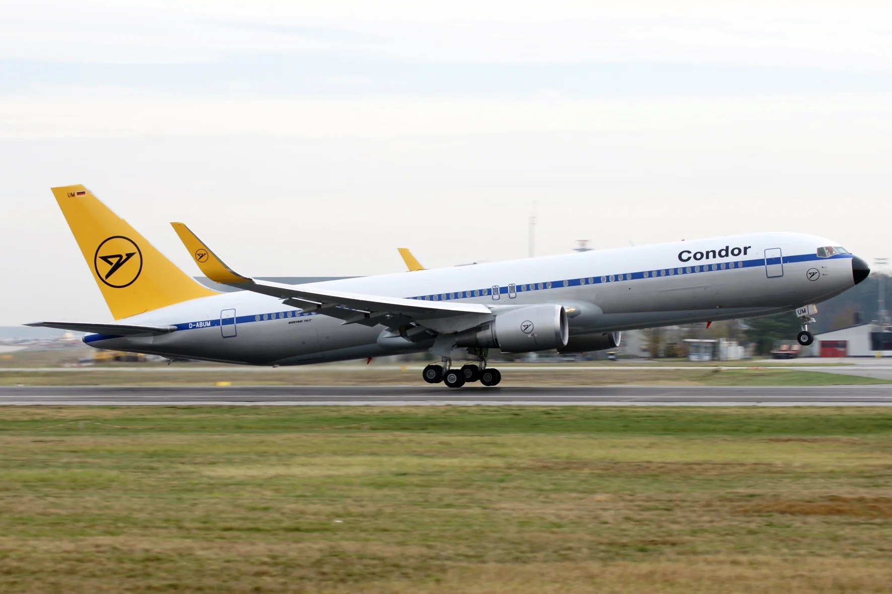 Polish airline LOT acquires German carrier Condor