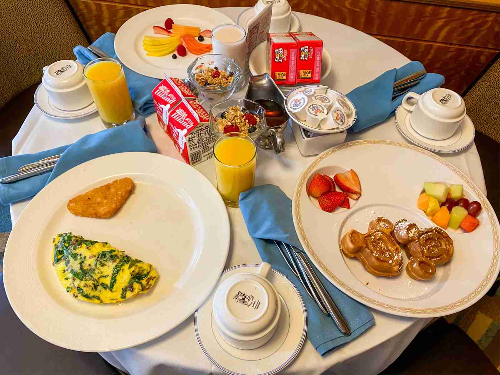 Hot room service breakfast only available to concierge level guests (Photo by Summer Hull/The Points Guy)