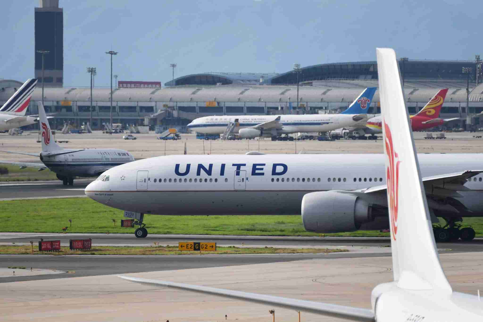 """A United Airlines Boeing 777 aircraft waits to take off at Beijing airport on July 25, 2018. - Beijing hailed """"positive steps"""" as major US airlines and Hong Kong"""