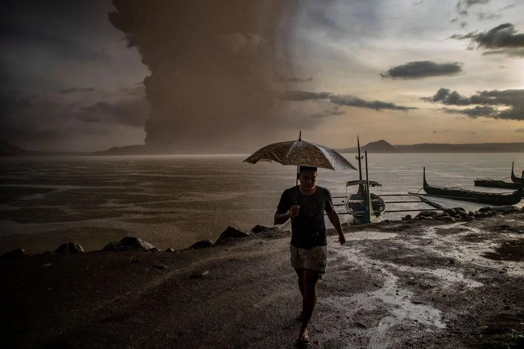 Manila airport suspends flights as volcano erupts in Philippines
