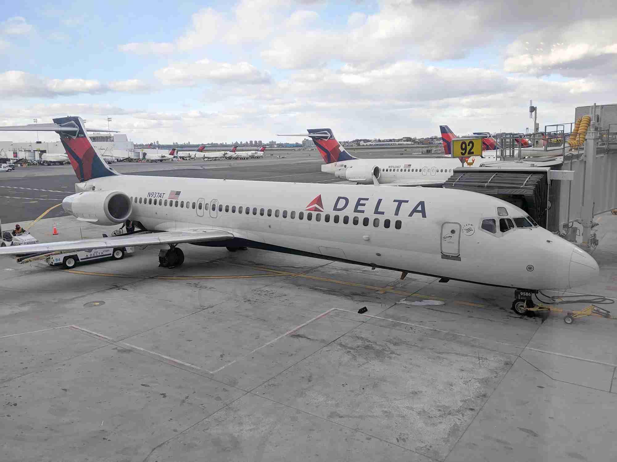 A Delta 717 at New York LaGuardia. (Photo by Alberto Riva/The Points Guy)
