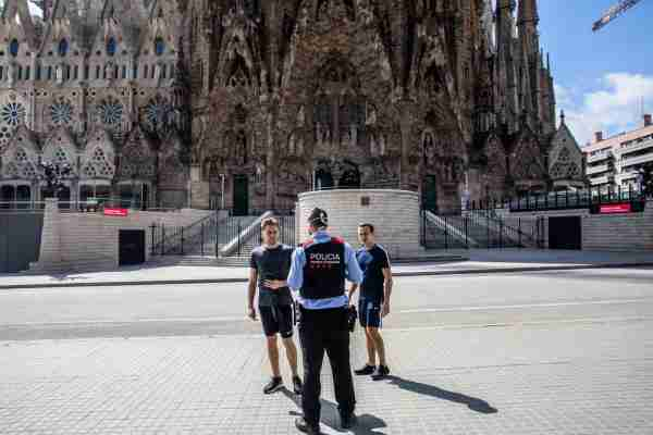 Tourists are told to head home outside the Sagrada Familia in Barcelona, Spain. (Photo by Angel Garcia/Bloomberg/Getty Images