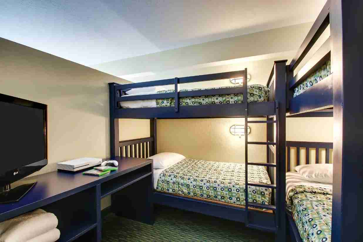 Bunk beds in one of the Kidsuites at Holiday Inn Lake Buena Vista. (Photo courtesy of Holiday Inn)