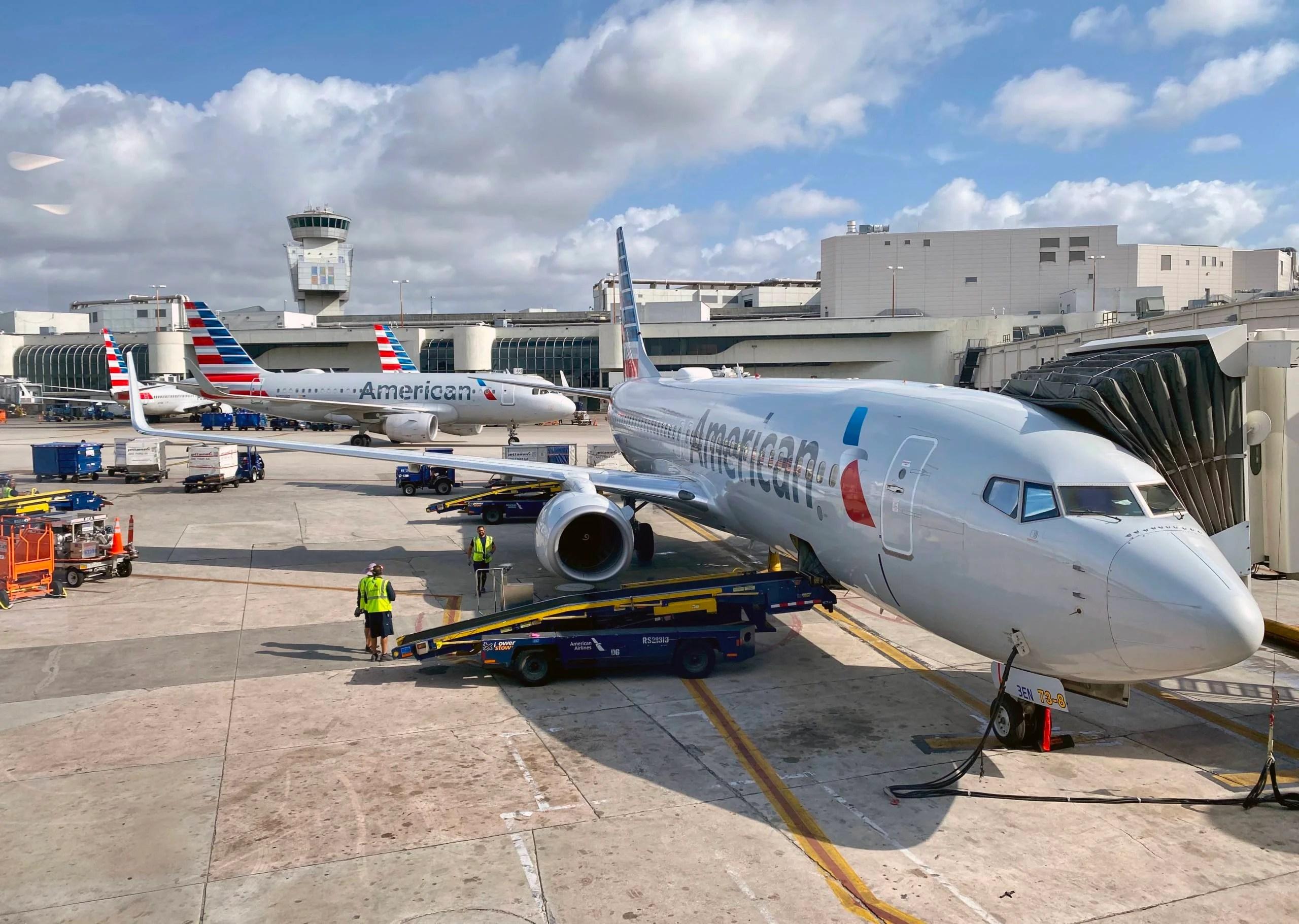 derek kerr customer service american airlines