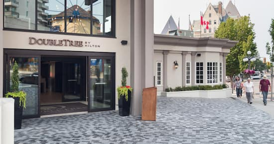 DoubleTree by Hilton Hotel & Suites Victoria outside