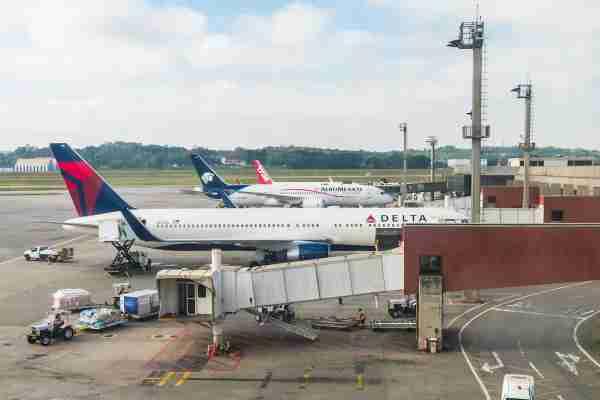 Aeromexico and Delta Plane
