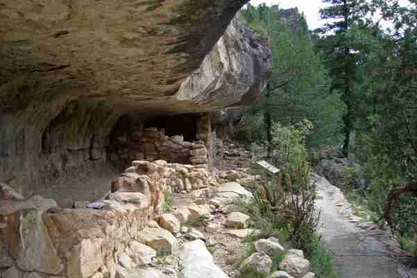 The Walnut Canyon cliff dwellings. (Photo by E3SN/Getty Images)