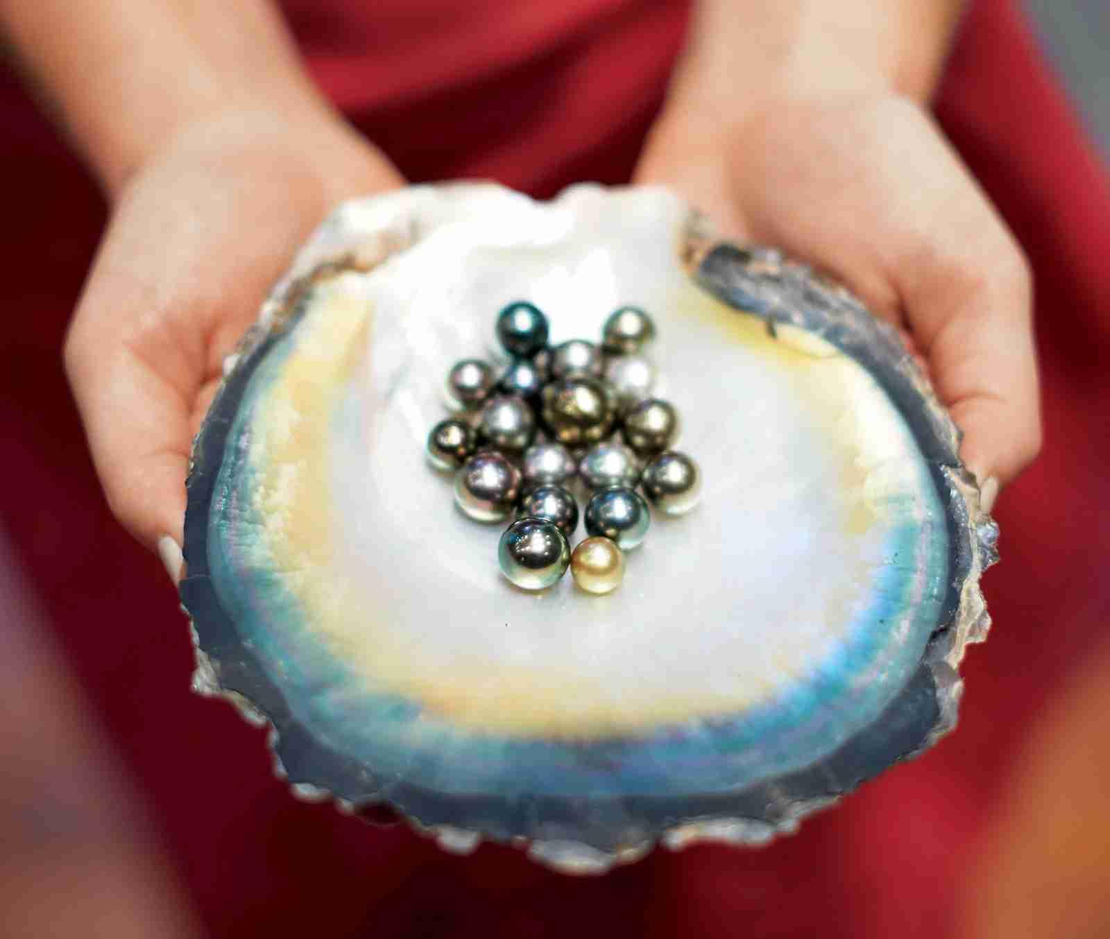 Bora Bora black pearls