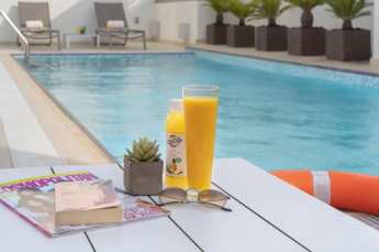 honors points pool swim swimming dubai uae united arab emirates thepointshabibi