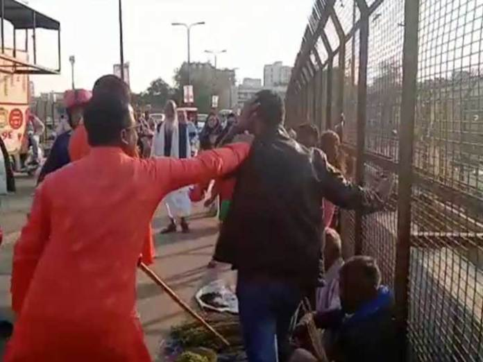 Kashmiri vendors publicly attacked in Lucknow