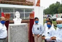 Captain Jahangir unveils sculpture at Chapainawabganj