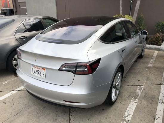 201803_Silver_Tesla_Model_3_04.jpg