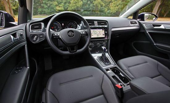 2017-Volkswagen-e-Golf-133.jpg