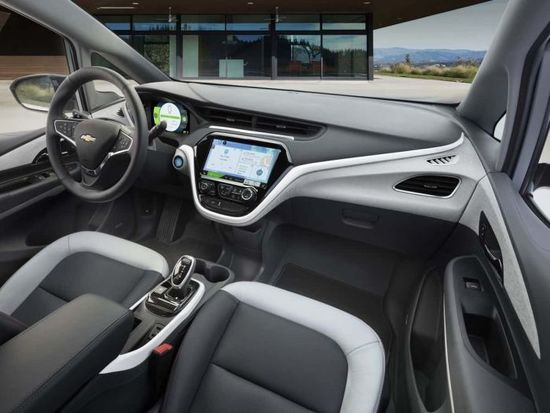 2017_chevy_bolt_interior.jpg