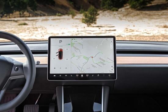 Tesla-Model-3-center-stack.jpg