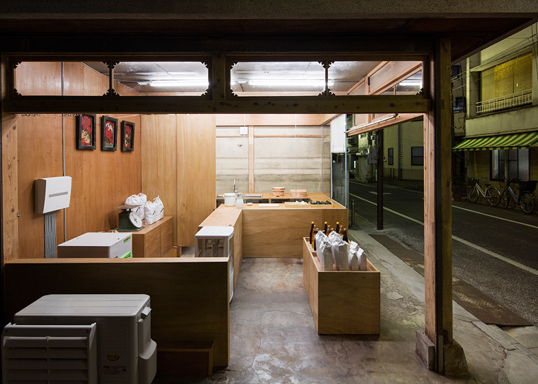 OKOMEYA-rice-shop-by-Schemata-Architects_dezeen_784_20