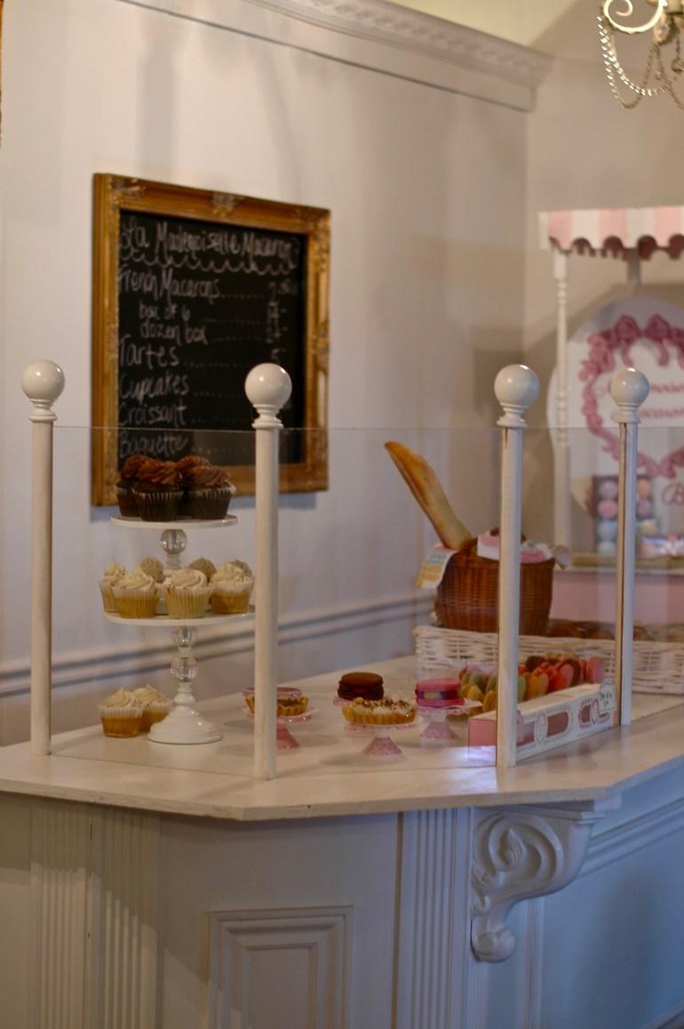 La Mademoiselle Macaron-tea shop- thepoppyskull.com