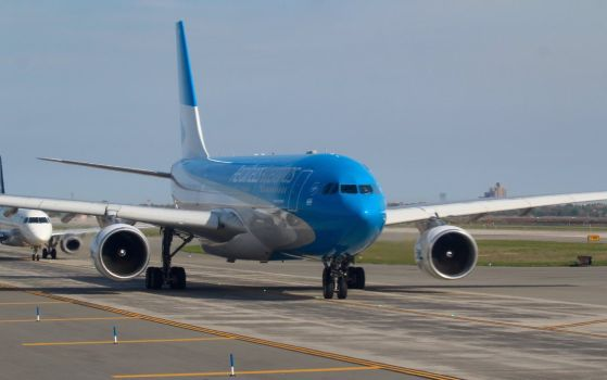 aerolineas_argentinas_airbus_a330_223_by_anthonyc12-da2k4la