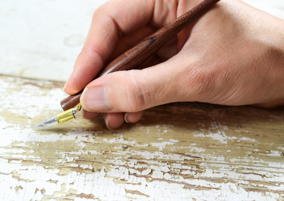 Holding the Oblique Calligraphy Pen the Traditional Way