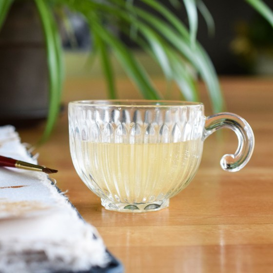 This is a nice, simple cup that will add elegance to any workspace!