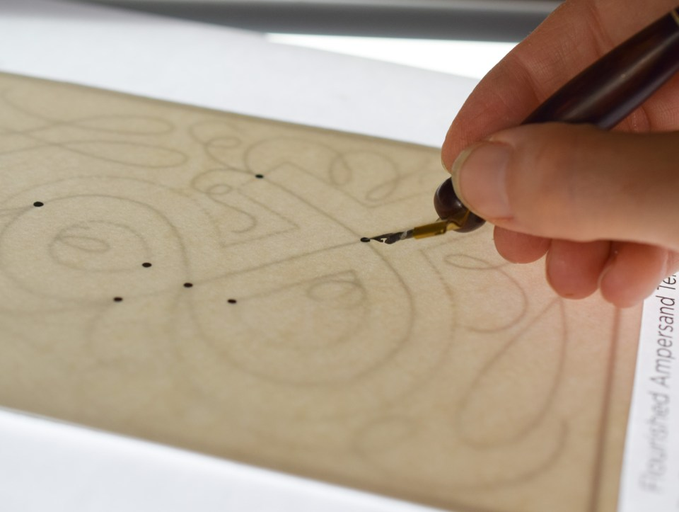 Tracing to Make Easy Flourished Ampersand Art