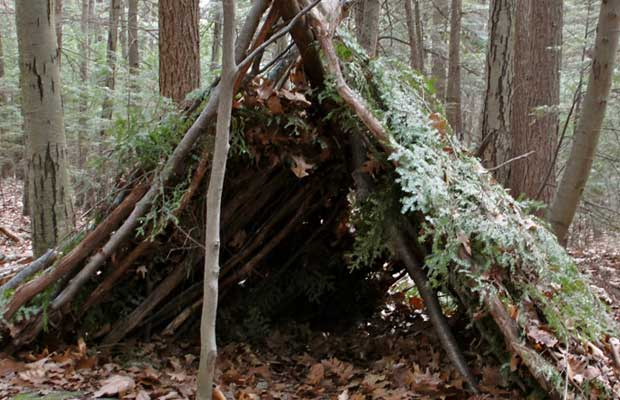 This Featured Video is by Dale Collett, an outdoor survival expert from the British Bushcraft School. Dale shows us the steps involved in building a debris hut shelter in the woods using ridges and dry leaves. You might be asking yourself why would you need to do this and the answer should be pretty simple to anyone who is viewing this site. Shelter is actually the most important survival item you need when we are dealing with temperature. There is a saying called the rule of threes and that is as follows: