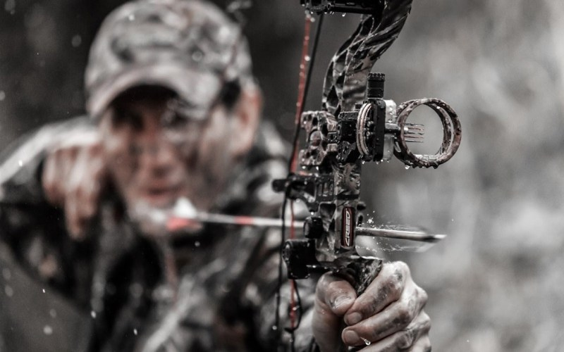 If you are one of the many hunters who prefer the latter option, this is the perfect article for you to know the practice tips to hunt deer with a bow.