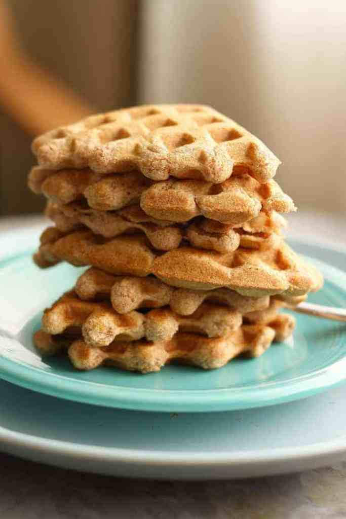 Maple vanilla spelt waffles - an easy vegan breakfast recipe!