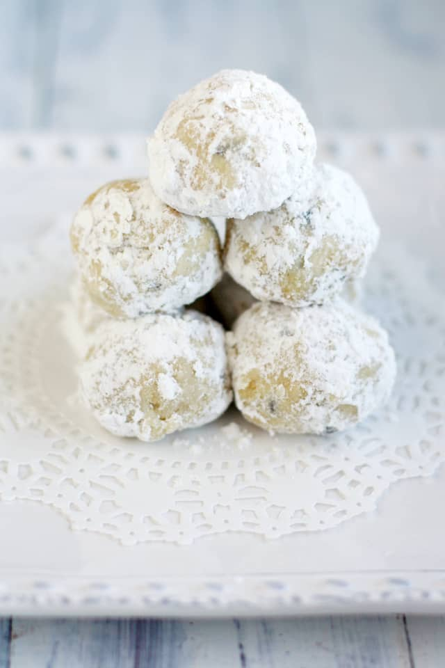 Light and buttery snowball cookies - a festive treat for the holidays! #cookies