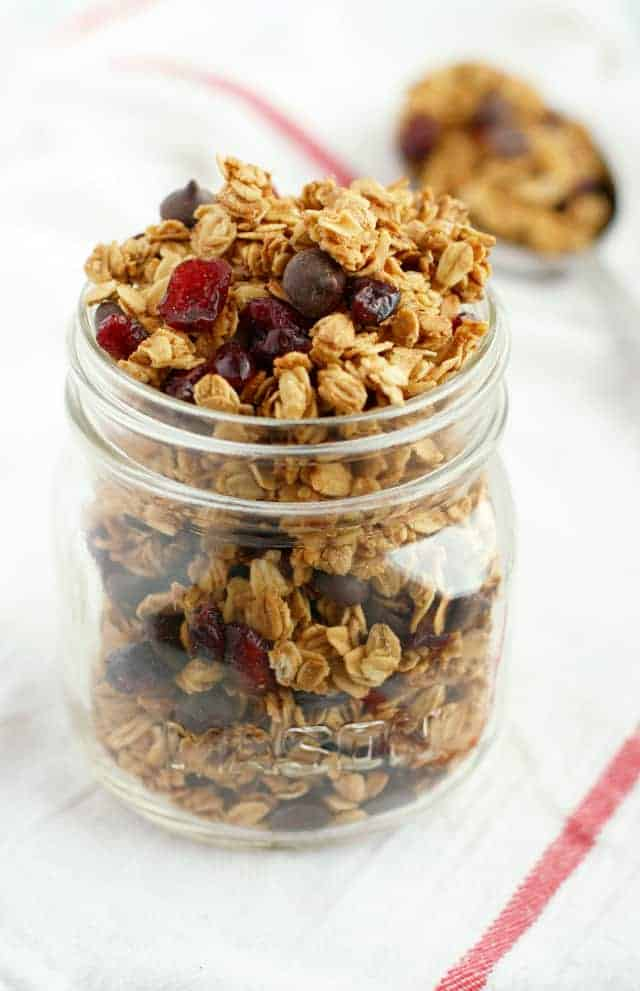 Cranberry and chocolate chip granola that's gluten free and vegan. Easy to make and so delicious!