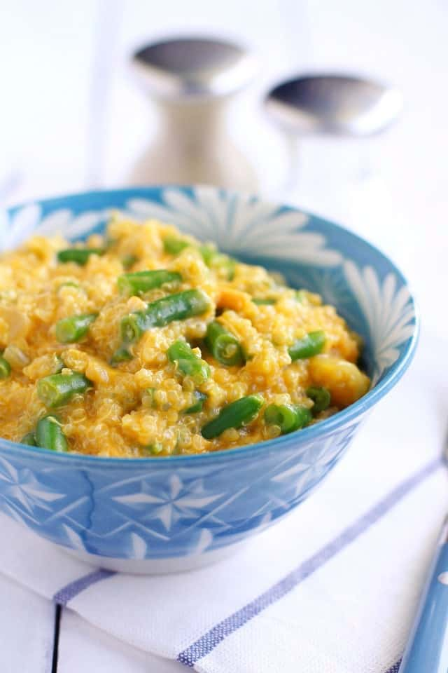 Easy and comforting cheesy quinoa with green beans. Simple to make and so delicious! #glutenfree