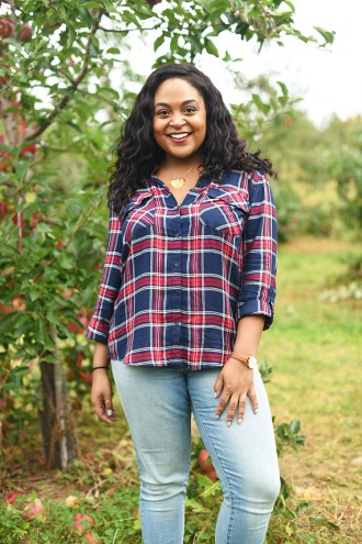 apples, apple picking, fall, fall activities, New York, apple picking NYC, flannel, american eagle jeans, fall booties, apple orchard, harvest moon farm,