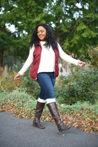 thanksgiving outfit ideas, thanksgiving outfit inspiration, fall fashion, fall style, how to style a vest, affordable fashion, affordable style, how to layer, chunky sweater, old navy vest