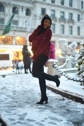 christmas at the plaza, christmas in NYC, the plaza hotel, snow in NYC, christmastime in the city, black girls who blog, nyc blog, Christmas in New York