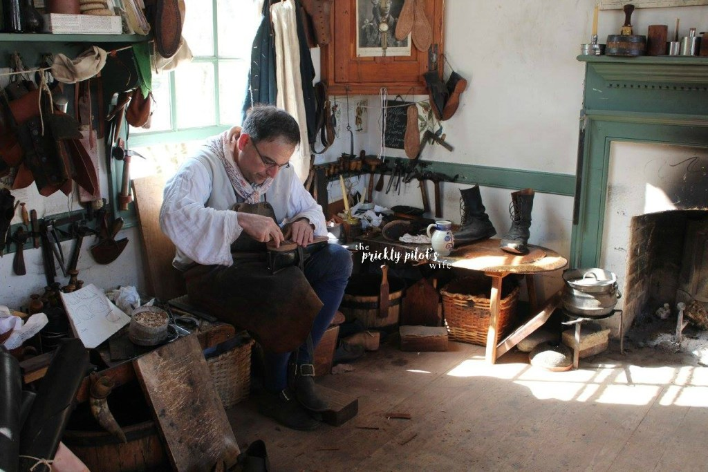 Williamsburg Tradeshop Shoemaker