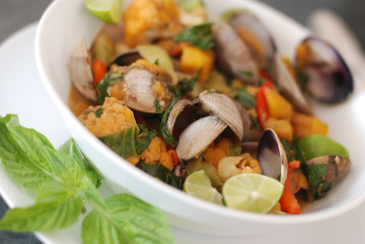 Paleo Thai Red Curry Clams & Mango - bowl