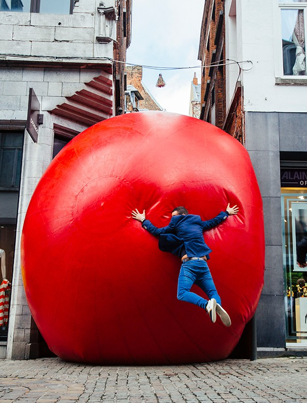 RedBall Mons - Lifestyle Photography Example