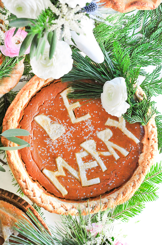 DIY Holiday Pie Crust Designs by @theproperblog