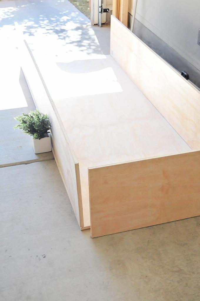 Make it diy minimalist daybed with storage for Minimalist bed storage