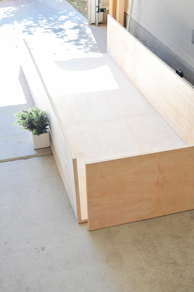 Marvelous DIY Minimalist Storage Daybed