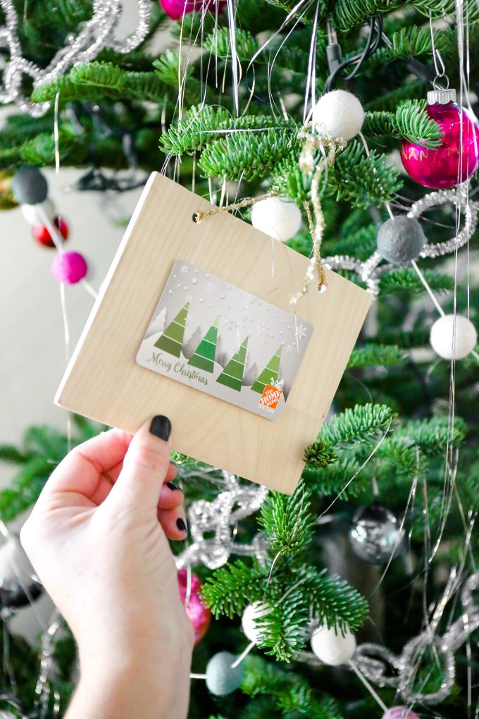 DIY Gift Card Holders To Hang From The Tree