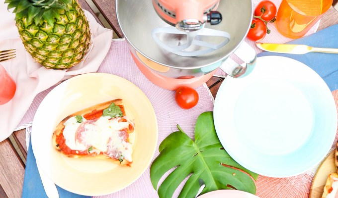 #COLORTASTIC \\ GRILLED PIZZA MARGHERITA AND A PRETTY GIVEAWAY WITH KITCHENAID COLOR OF THE YEAR