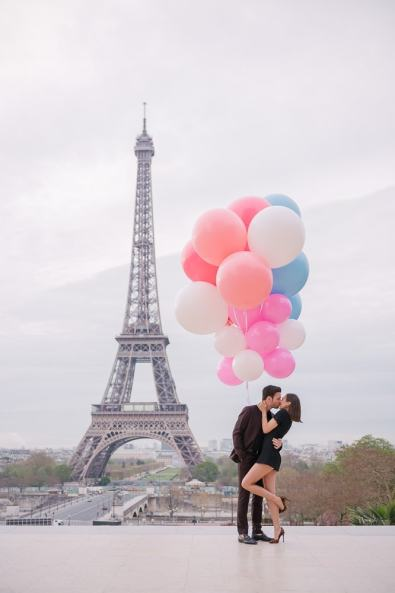 Crazy couples pictures Young couple kissing underneath huge and colorful balloons in Paris 2 1