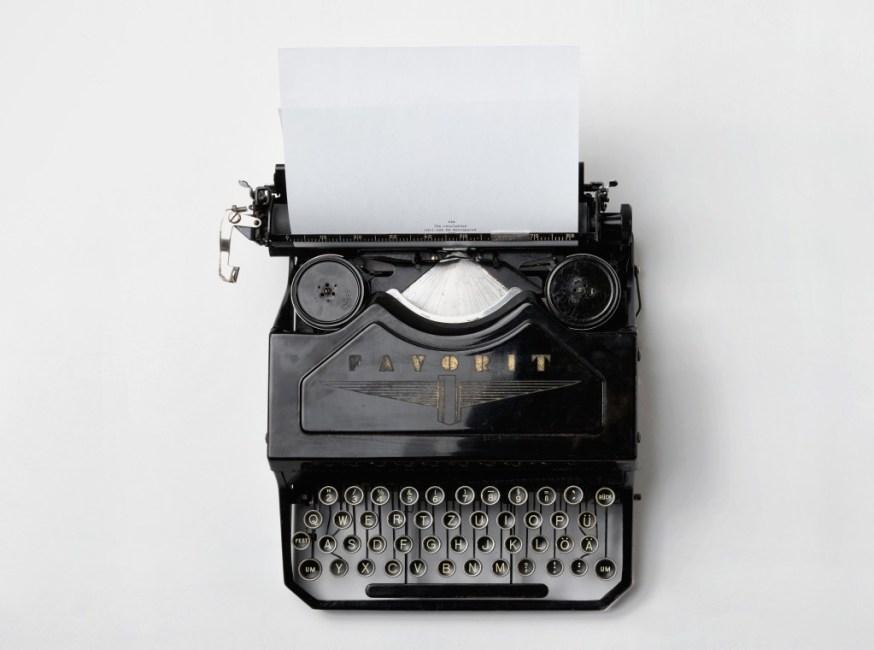 LJIZlzHgQ7WPSh5KVTCB_Typewriter2