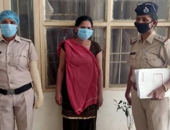 बलात्कार का मुकदमा दर्ज करवाकर 30 लाख रुपए ऐंठने की कोशिश करने वाली युवती गिरफ्तार